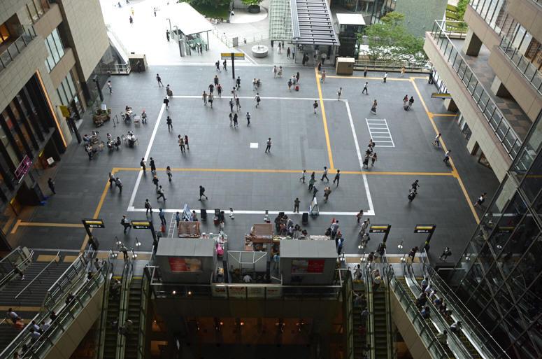 大阪 駅 アトリウム 広場